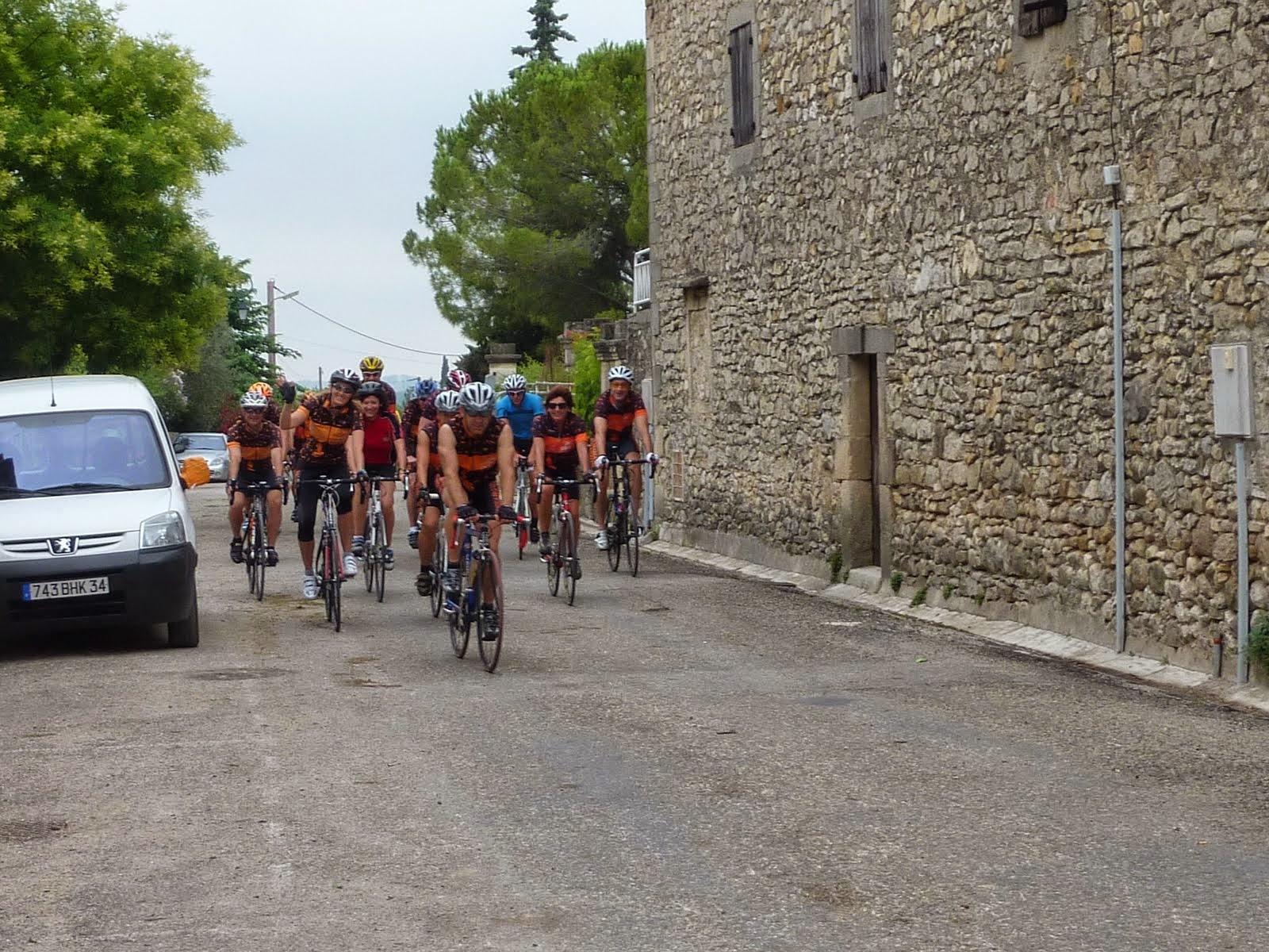 L'entrée dans Garrigues
